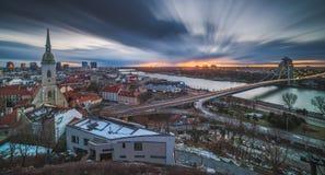 在日出的布拉索夫都市风景 免版税库存图片
