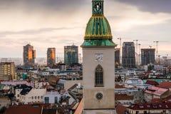 在日出的布拉索夫都市风景 库存图片