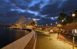 在日出的悉尼歌剧院 免版税库存照片