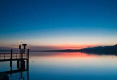 在日出的日内瓦湖 图库摄影