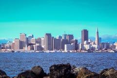 在日出的旧金山市地平线 库存图片
