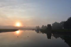 在日出的有雾的早晨在Duxbury马萨诸塞 免版税图库摄影