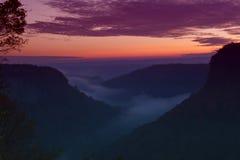 在日出的有雾的letchworth 库存照片