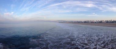 在日出的梦想的海景从码头 免版税库存图片