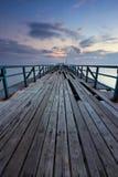 在日出的残破的木跳船在沙巴,东马来西亚 免版税图库摄影