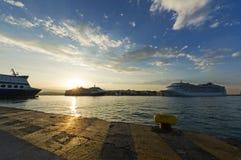 在日出的比雷埃夫斯口岸,希腊 库存图片