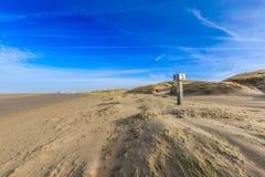 在日出的沙丘风景 免版税库存图片