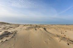 在日出的沙丘风景 免版税库存照片