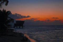 在日出的沿海渔小屋。 免版税库存图片
