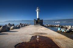 在日出的海灯塔在瓦尔纳,保加利亚 免版税库存图片