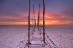 在日出的海边跳船在特塞尔海岛,荷兰上 库存照片