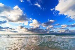 在日出的海洋海岸 库存图片