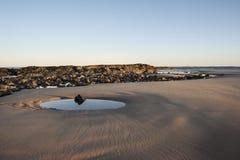 在日出的海滩 库存照片