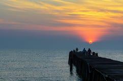 在日出的渔码头 图库摄影