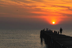 在日出的渔码头 免版税库存照片