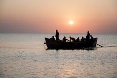 在日出的渔船在黑海 免版税库存图片