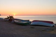 在日出的渔船 库存照片