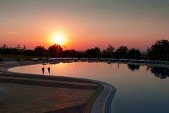 在日出的游泳池 免版税图库摄影