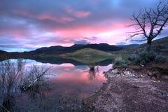 在日出的湖俄勒冈 免版税库存图片