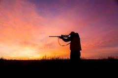 在日出的猎人 库存图片