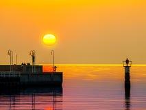 在日出的码头在索波特,波兰 库存照片