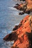 在日出的礁石岩石 免版税图库摄影