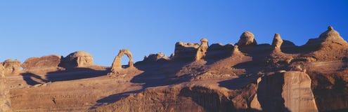 在日出的精美曲拱 库存图片
