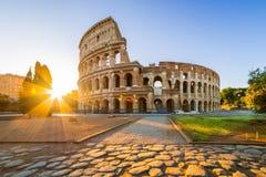 在日出的罗马斗兽场,罗马,意大利,欧洲 免版税库存照片