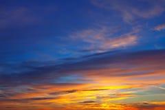 在日出的美丽的天空 免版税库存图片