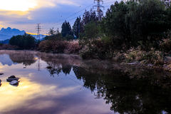 在日出的美丽的小河 免版税库存图片