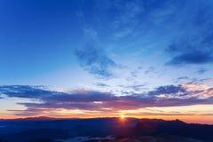 在日出的美丽的山 免版税图库摄影