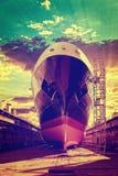 在日出的船弓 图库摄影