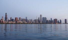 在日出的芝加哥地平线 免版税库存照片