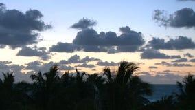 在日出的迈阿密云彩 股票录像