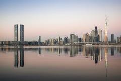 在日出的迪拜地平线 库存图片