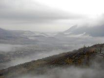 在日出的金字塔在雾在克罗地亚Palanke 02 2017年 免版税库存图片
