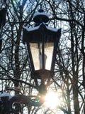 在日出的雪灯笼 免版税库存图片