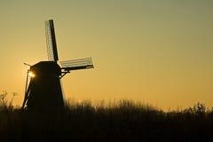 在日出的风车 免版税图库摄影