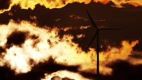 在日出的风轮机 图库摄影