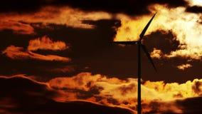 在日出的风轮机 库存图片