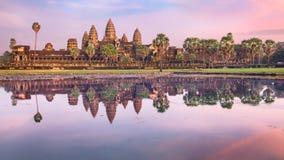 在日出的吴哥窟寺庙,暹粒市,柬埔寨 库存照片