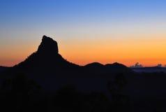 在日出的绝种火山 免版税库存图片