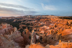 在日出的Bryce峡谷 免版税图库摄影