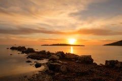 在日出的Cala de Sal rossa在伊维萨岛 图库摄影