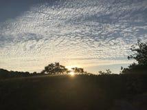 在日出的Mackeral云彩 库存图片