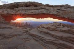 在日出的Mesa曲拱 库存照片