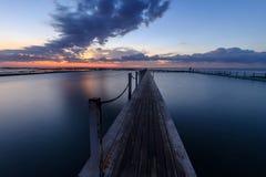 在日出的Narrabeen水池 免版税库存照片