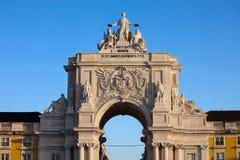 在日出的Rua奥古斯塔曲拱在里斯本 免版税图库摄影