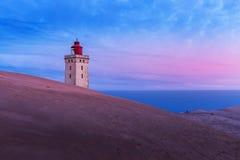 在日出的Rubjerg Knude灯塔在一个冷的早晨 库存照片