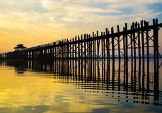 在日出的Ubein桥梁,曼德勒,缅甸 库存照片
